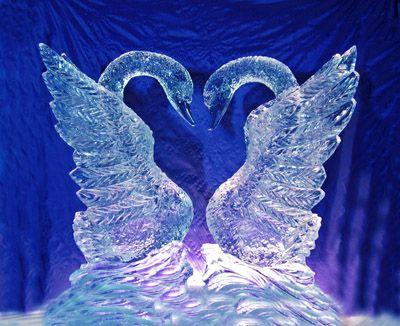 ледовые лебеди на свадьбе
