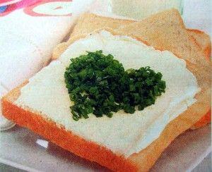 Бутерброд с сердечком из зелени