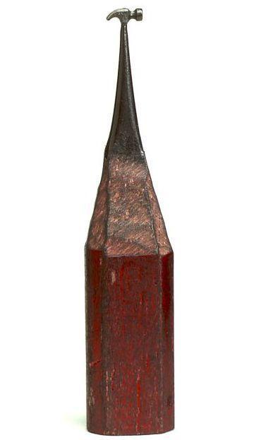 молоток на кончике карандаша