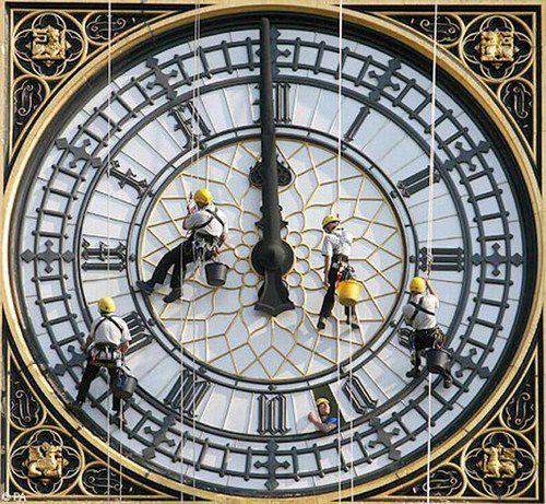 Промальпы приводят в порядок часы