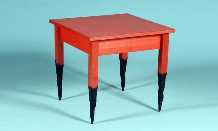 Обгорелый столик