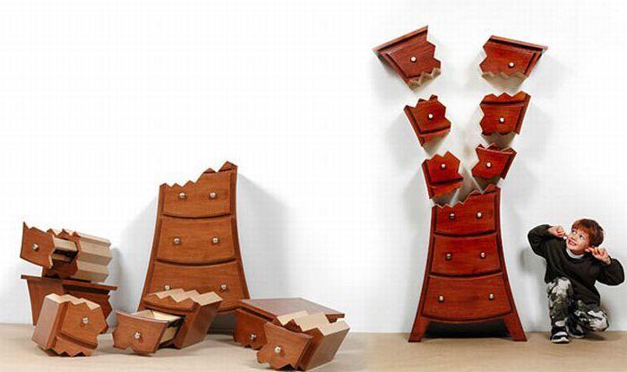 Разбитый шкаф