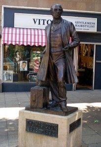 памятник Томасу Куку